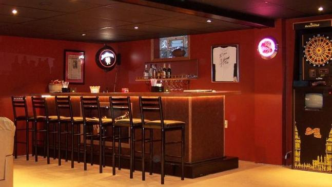bar-with-stripper-pole 12 Man-tastic Man Caves